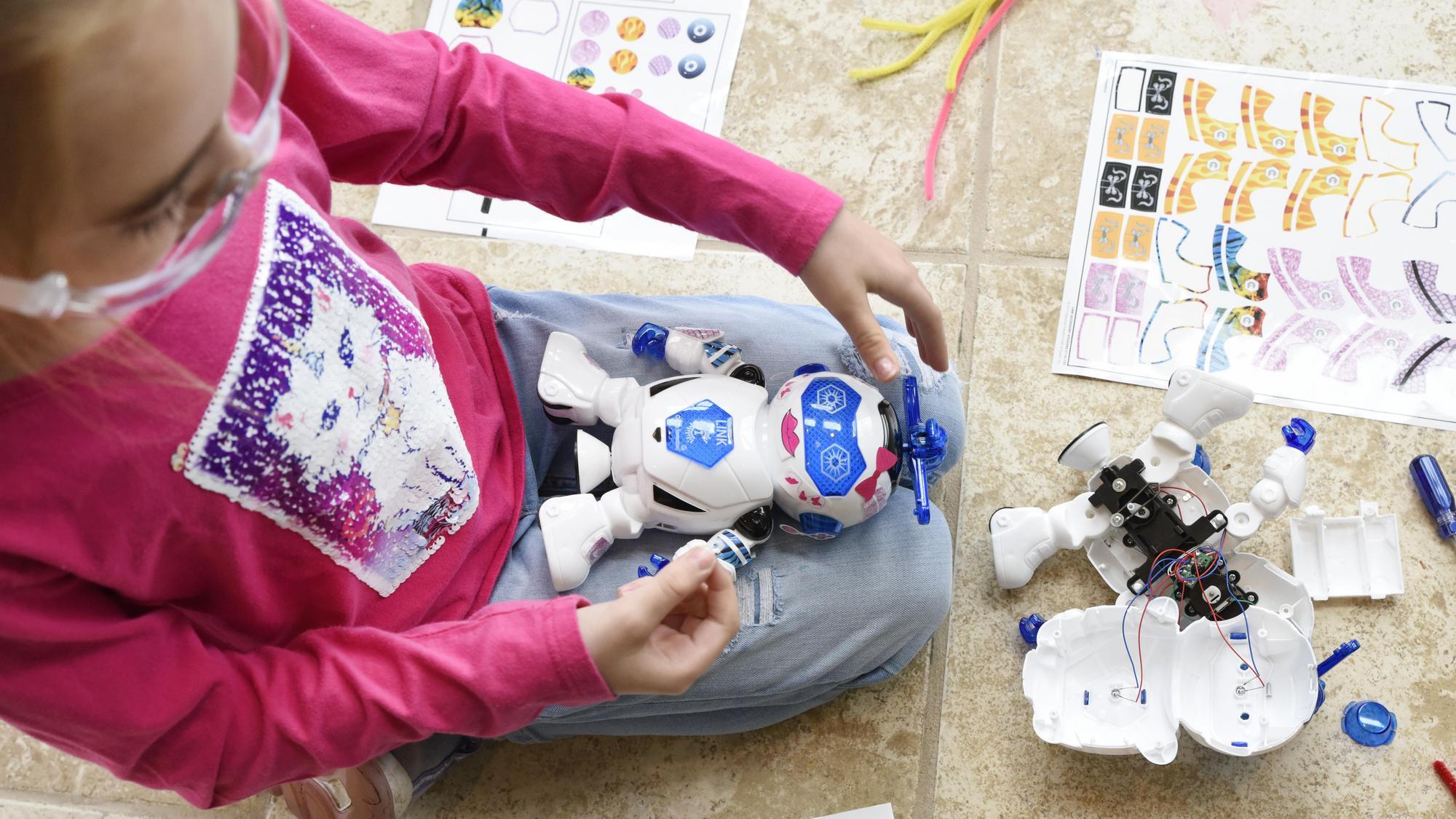 NIHF participant builds a robot