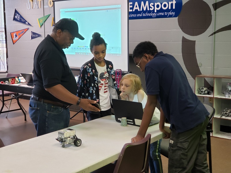 A great robotics team is one where all students participate